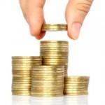 Hausratversicherung Deckungssumme: Münzen aufgestapelt