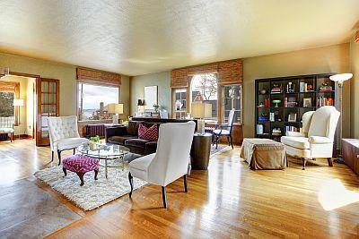 Wohnzimmer mit hochwertigen Möbel - Hausrat ist abgesichert