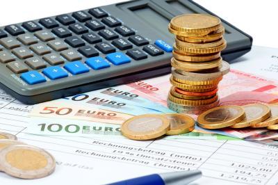 Taschenrechner mit Geld - Hausratversicherung berechnen