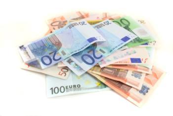 Ersttatung einer Hausratversicherung - Geldscheine
