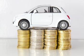 Kleinwagen auf Münzen - Autoversicherung