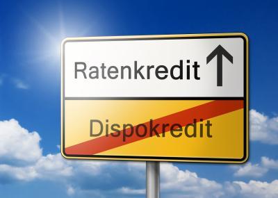 Schild: Ratenkredit löst Dispositionskredit ab