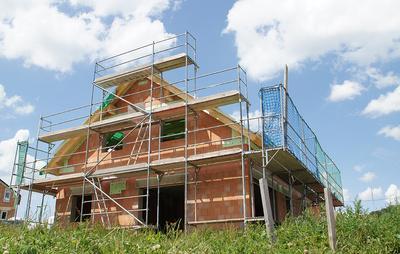 r und v unfallversicherung zahlt auch bei sturz vom dach in der freizeit